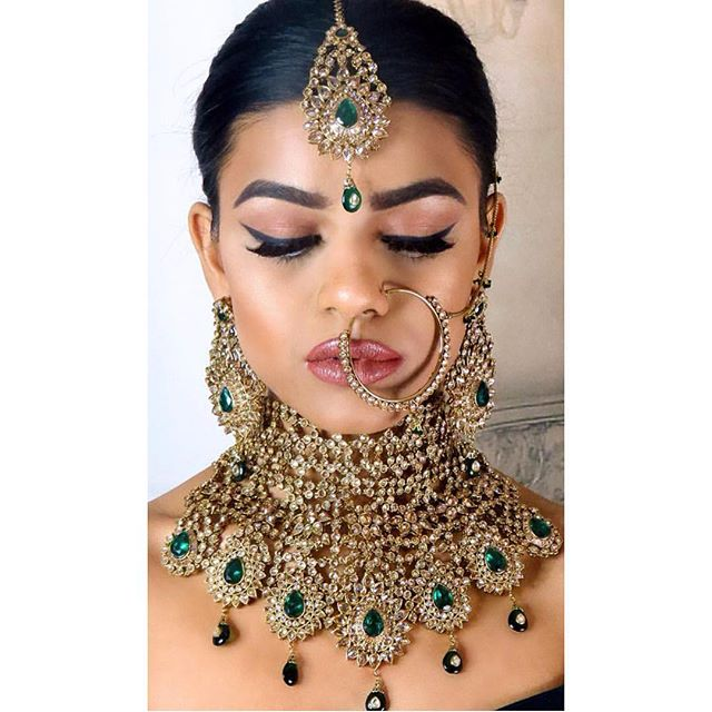 An ultimate statement set for the most cherishable moment of your life, your wedding. Relive the vintage style of jewellery in a modernised form with this emerald and golden Polki crystals.Available in Australia - Brisbane - Adelaide - Melbourne - Sydney