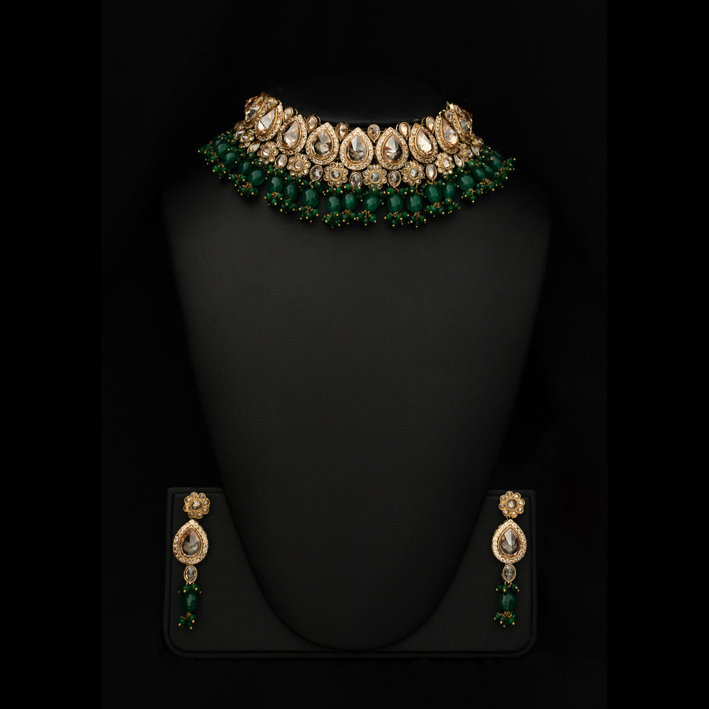 Get a sophisticated and prestigious look with this eye-catching design. Beautifully ensembled Polki crystals and green emeralds make a gorgeous pattern in the necklace. Not to mention, the semi-precious stone beads magnify its beauty which is perfect for every occasion in Edinburgh