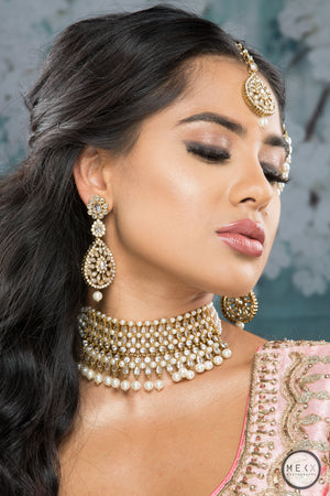 model wearing polki crystal choker necklace set with cream pearl teeka and earrings