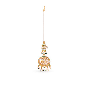 This gorgeous gold plated silver mix base maang tikka with flourite center stone and real pearls is pure elegance.