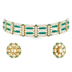 A beautiful choker set in kundan stones with matching earrings .