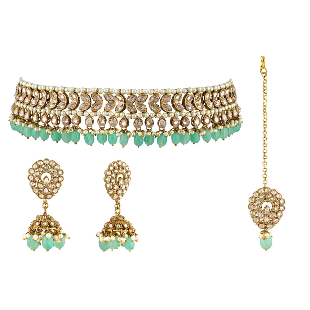 A heavenly looking choker with big glittering Polki crystals.  A delicate statement necklace design with fine crystals.