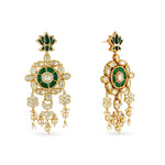 Kundan and meenakari choker with matching earrings.