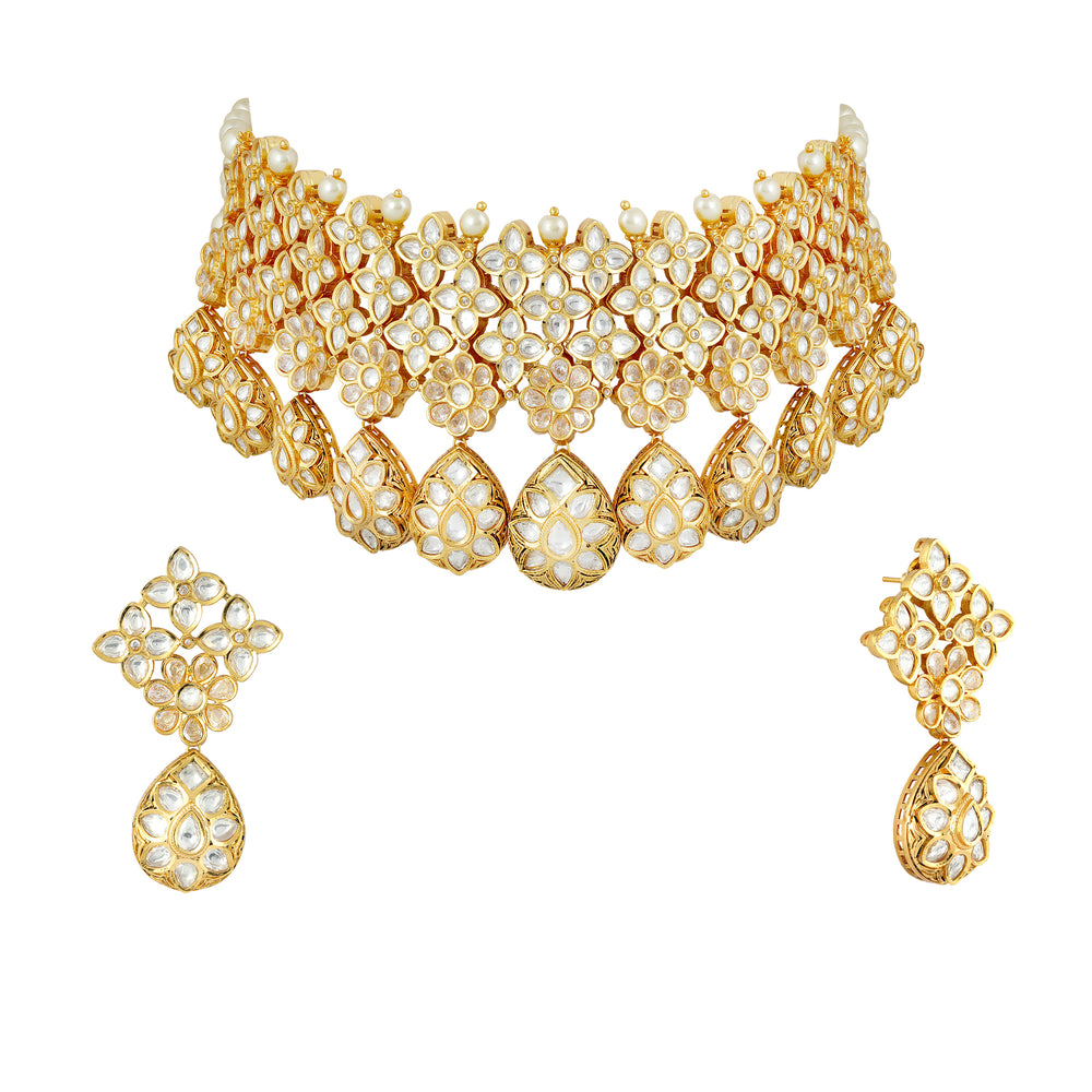 Load image into Gallery viewer, Gold plated kundan choker set with matching earrings.