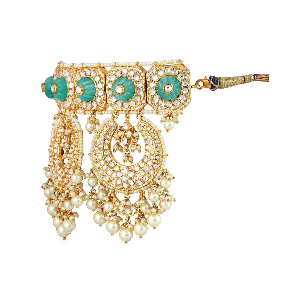 Gold plated kundan neckace set with matching chaandbaali earrings.