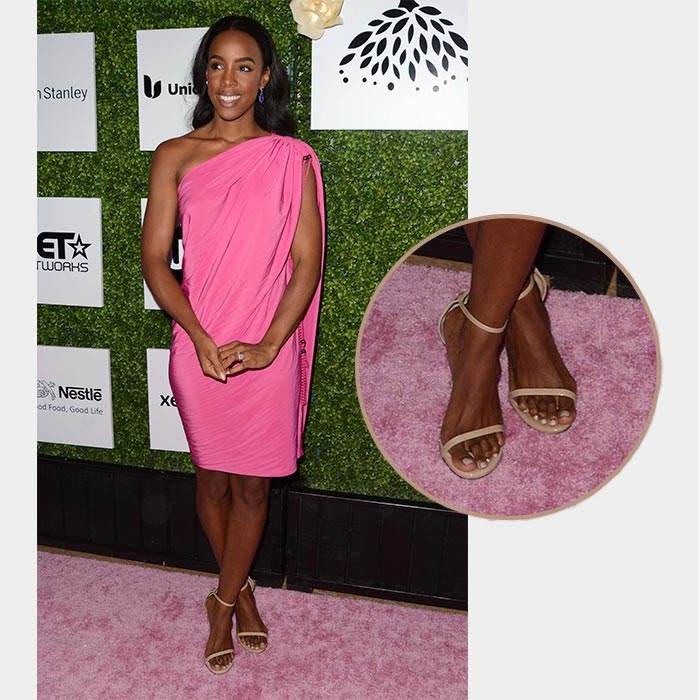 Kelly Rowland has Small Bunion on Foot