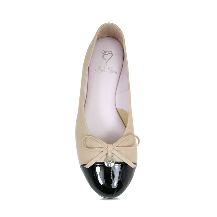 Cute two-toned ballet flat for bunions