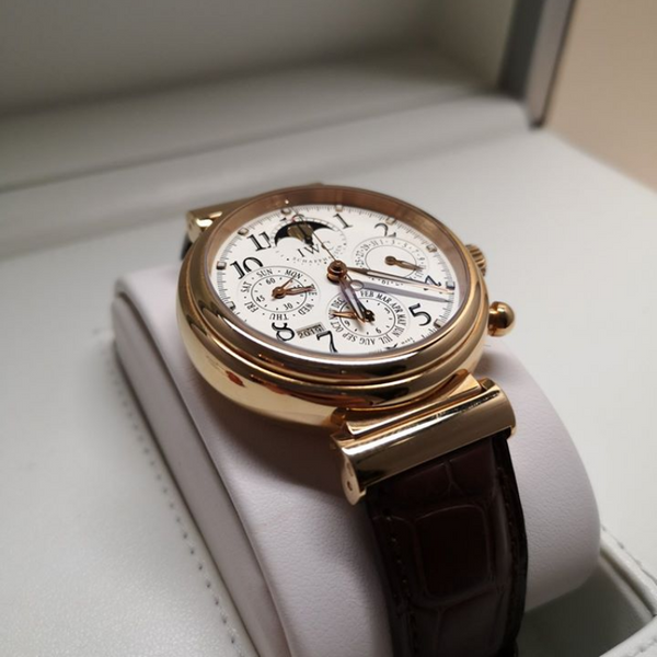 Pre-owned Luxury  IWC