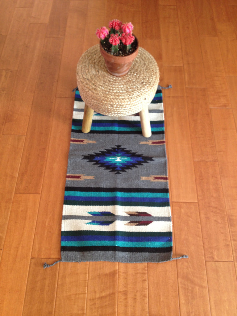 "SUNDANCE acrylic rug 20""x 40""- GRAY ARROW"