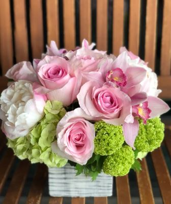 peony bouquet orchid bouquet pink roses chicago il florist downtown chicago flower delivery 60647 60634