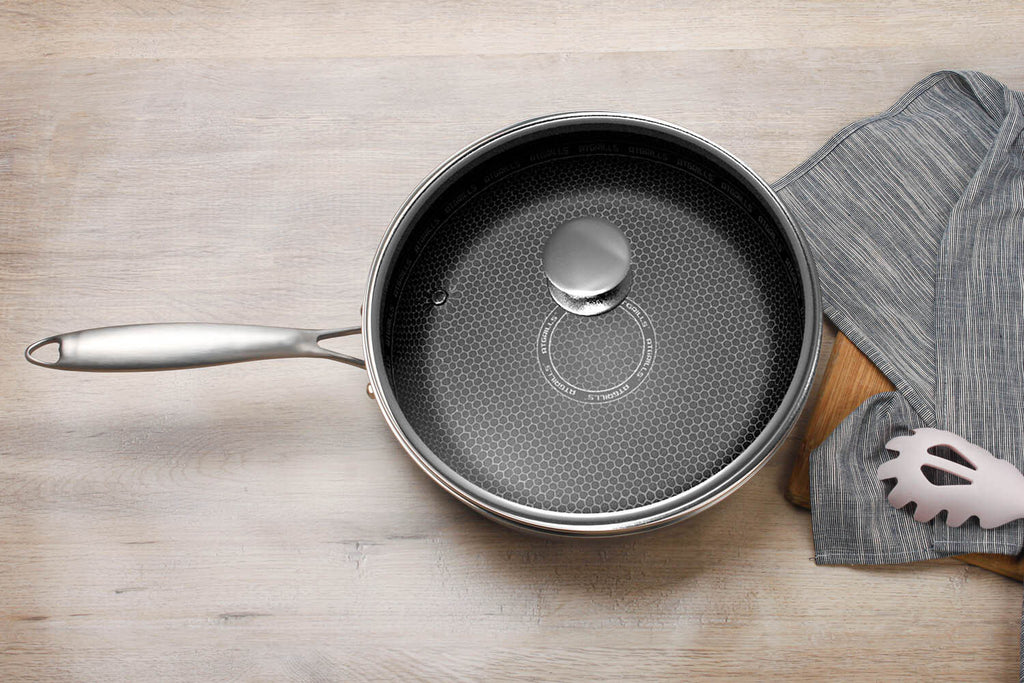 Atgrills saute pan with lid from top