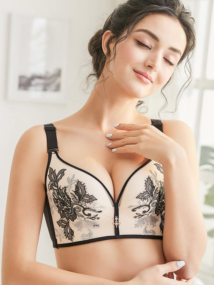 Plus Size Embroidery Wireless Gather Lace Adjustable Straps Bra