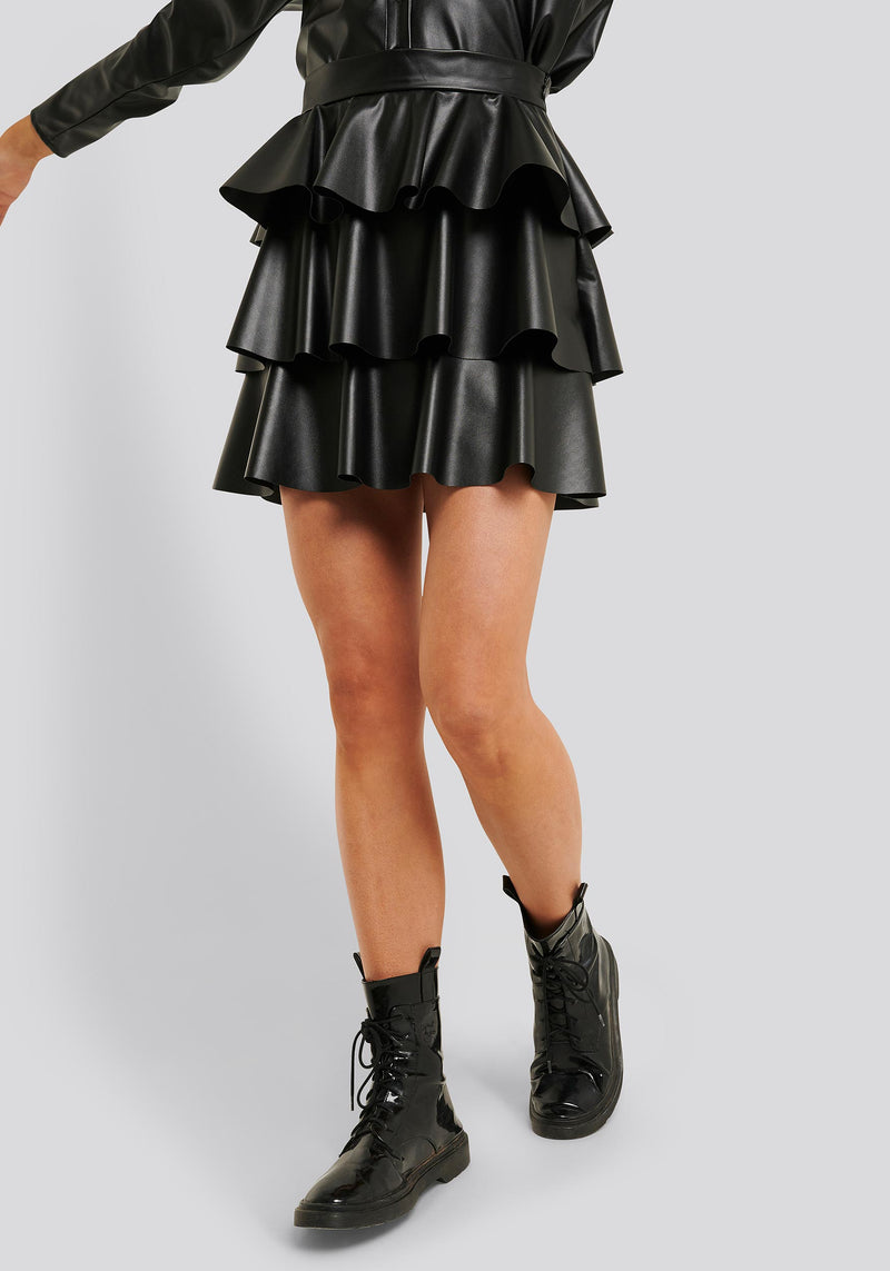 Short frill skirt PU black