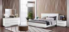 Kenida Legno White Bedroom Group with Led Lights - 5pc Set: Queen Bed, Dresser and Mirror
