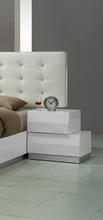Mercedes Bedroom Collection - 5pc Queen Bed, Single Dresser and Mirror