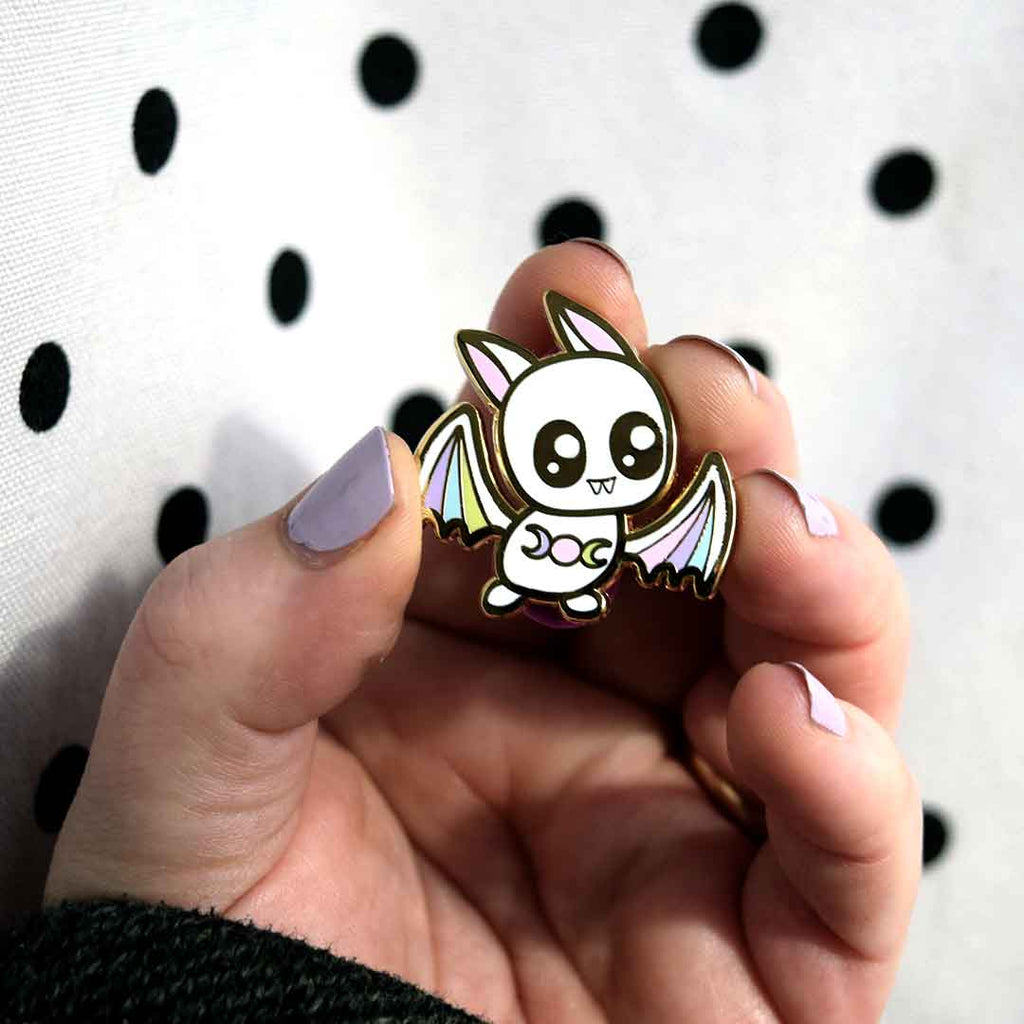 Bat Pin | Albino Moon - Daymareshop