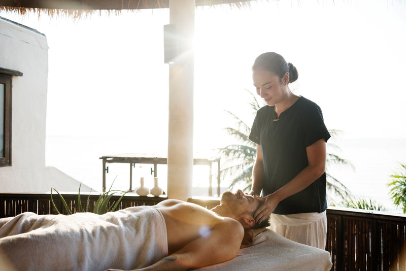 How to give an aromatherapy massage