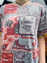 Load image into Gallery viewer, Vintage 90s T-Shirt in Grey Red Abstract Pattern in M/L