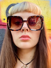 Load image into Gallery viewer, Vintage Inspired Sunglasses Big Square Shape in Brown Leopard Pattern with UV400