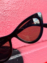 Load image into Gallery viewer, Vintage Inspired Sunglasses Cat Eye Shape in Black with UV400