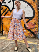 Load image into Gallery viewer, Vintage 70s Skirt Pleated in Pastel Colour Flower Pattern in XS