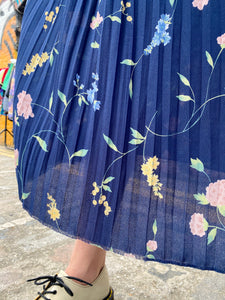 Vintage 70s Skirt Pleated in Blue with Flower Pattern in S