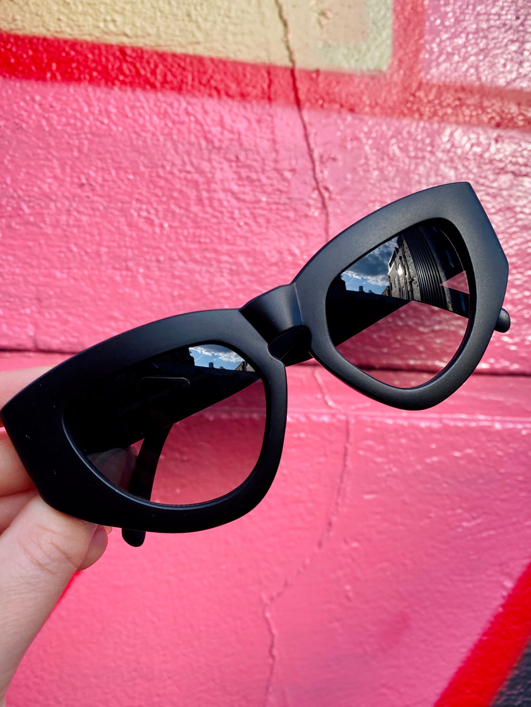 Vintage Inspired Sunglasses Big Cat Eye Shape in Black Matt with UV400
