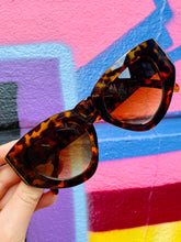 Load image into Gallery viewer, Vintage Inspired Sunglasses Big Cat Eye Shape in Brown Leopard Pattern with UV400