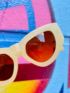 Vintage Inspired Sunglasses Big Cat Eye Shape in Cream with UV400