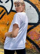 Load image into Gallery viewer, Vintage 80s T-Shirt in White with Apron Embroidery in M/L