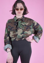 Load image into Gallery viewer, Vintage Reworked Crop Jacket Original US Army in Brown Camo in M