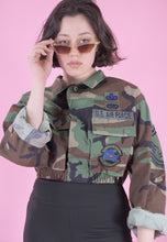 Load image into Gallery viewer, Vintage Reworked Crop Jacket Original US Army in Brown Camo in S