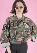 Load image into Gallery viewer, Vintage Reworked Crop Jacket Original US Army with Patches in M/L