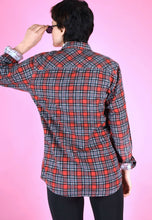 Load image into Gallery viewer, Vintage 90s Flannel Shirt Black Red Check in S