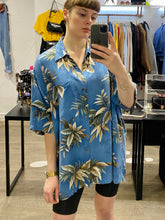 Load image into Gallery viewer, Vintage Shirt Hawaiian Short Sleeved in Blue with Beige Leaves Pattern in XL