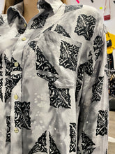 Load image into Gallery viewer, Vintage Shirt Blouse in Grey with Black Abstract Pattern and Pocket in L/XL