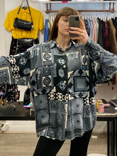 Load image into Gallery viewer, Vintage Shirt Blouse in Blue White Abstract Pattern with Pocket in XL