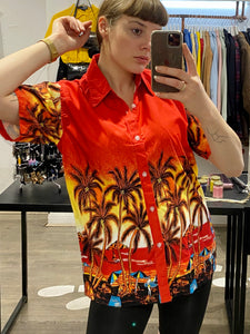 Vintage Shirt Hawaiian Short Sleeved in Orange Red Yellow with Beach Print in S/M