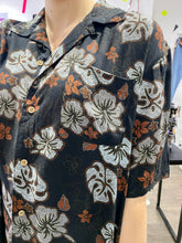 Load image into Gallery viewer, Vintage Shirt Hawaiian Short Sleeved in Black with Grey and Brown Flower Print in L