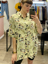 Load image into Gallery viewer, Vintage Shirt Hawaiian Short Sleeved in Beige and Black with Postcard Print in XL