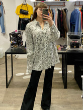 Load image into Gallery viewer, Vintage Shirt Blouse in White with New York Print in Black and Pocket in XL