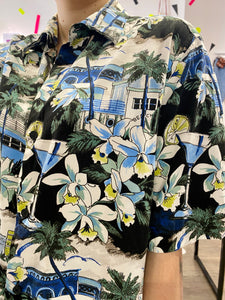 Vintage Shirt Hawaiian Short Sleeved in Black with Beige Blue Green Beach Print in L