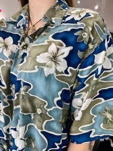 Vintage 90s Shirt Hawaiian Short Sleeved in Green Blue White Flower Pattern in L