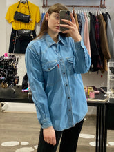 Load image into Gallery viewer, Vintage Denim Shirt in Light Blue Wash with Pockets and Press Studs in M