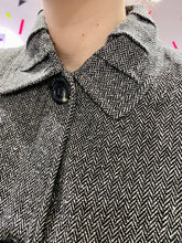 Load image into Gallery viewer, Vintage Jacket in Black and White Pattern with Collar Detail and Black Buttons in S