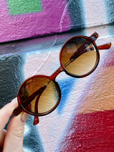 Load image into Gallery viewer, Vintage Inspired Sunglasses Round Shape in Brown with UV400 Glass