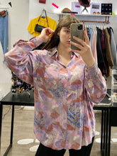 Load image into Gallery viewer, Vintage Shirt Blouse in Beige Pink Purple Abstract Pattern with Pocket in XL