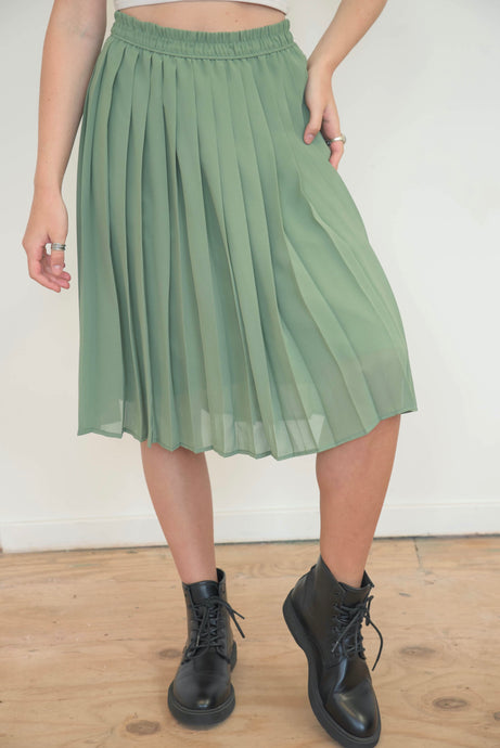 Vintage 70s Skirt Pleated Midi in Pastel Green in S