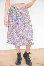 Load image into Gallery viewer, Vintage 70s Skirt Pleated in Pink Purple Green Flower Pattern in M