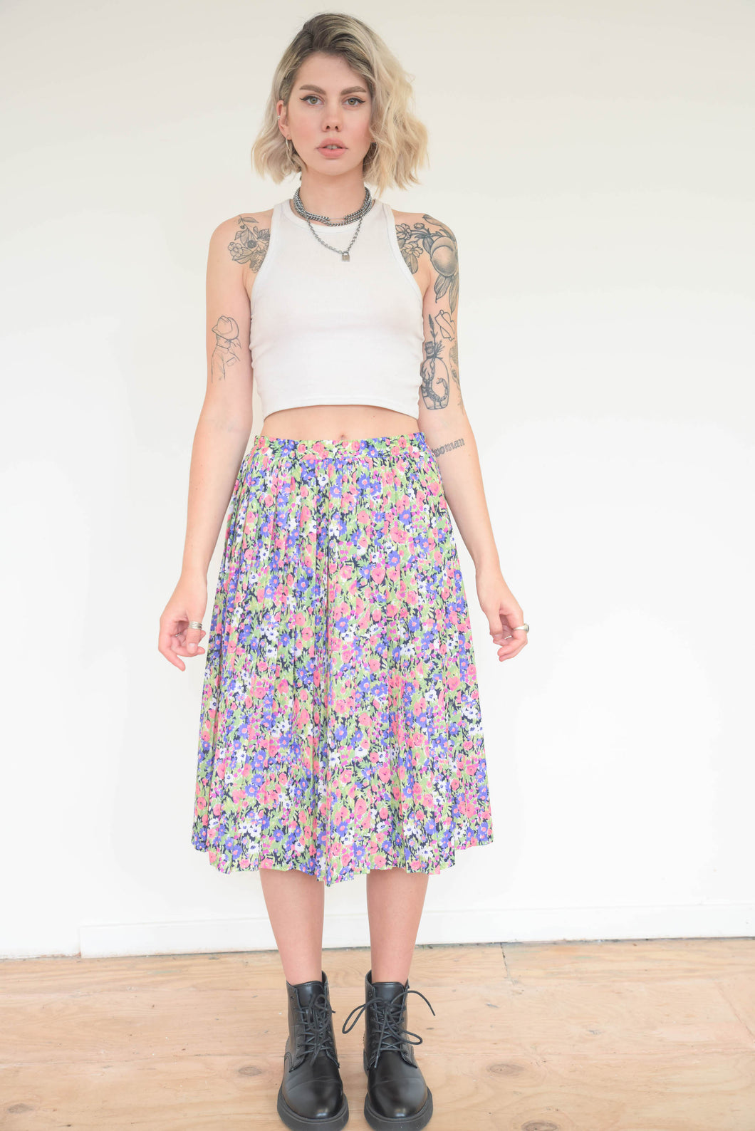Vintage 70s Skirt Pleated in Pink Purple Green Flower Pattern in M